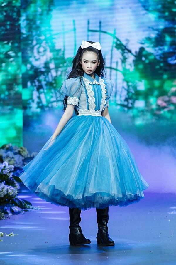 74030445088e538374fb546fb4ed0abc Chị đại Thanh Hằng là vedette khép lại trọn vẹn show diễn cổ tích của NTK Nguyễn Minh Công