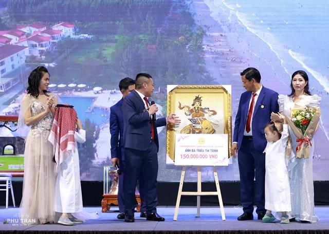 ae7daac744432c38673aaf21c1099733 Tranh gạo Quỳnh Vy và hành trình 10 năm lan tỏa giá trị nghệ thuật