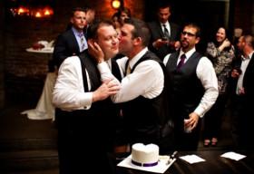 Bộ ảnh cưới tuyệt đẹp của cặp đôi đồng tính Chicago