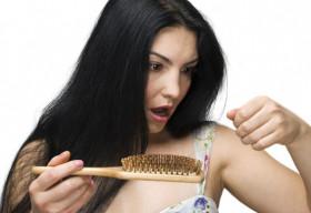 Tóc rụng – nỗi lo không của riêng ai