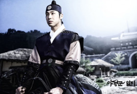 """Lộ diện hai """"mỹ nam cổ trang"""" mới của màn ảnh Hàn"""