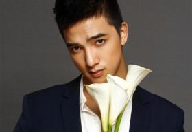 Hot boy mới của Vũ Ngọc Đãng 'đọ sắc' cùng hoa