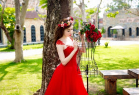 Elly Trần rạng rỡ trong áo cô dâu