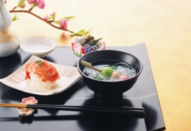 10 'quy tắc bàn ăn' cần biết khi bạn mê ẩm thực Nhật Bản