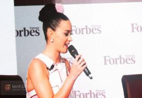 Katy Perry xuất hiện cực đáng yêu với cục bông trên tóc