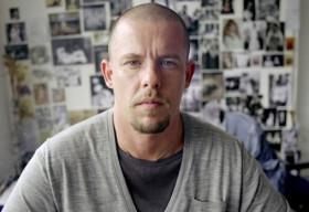 Alexander McQueen: Chàng gay làm náo loạn làng thời trang thế giới