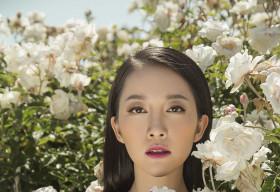Linh Nga đẹp hút hồn với họa tiết hoa hồng