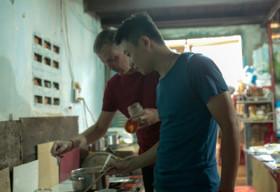 Hạnh phúc của chàng trai Mỹ tìm thấy hôn phu tại Việt Nam