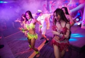 Rực rỡ sắc màu lễ hội Hawaii chào hè 2016