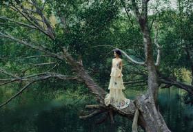 Hương Ly đẹp bản lĩnh trong bộ ảnh thời trang dọc chiều dài đất nước
