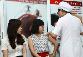 Hội Y học Dự phòng Việt Nam trao thưởng 70 suất tiêm phòng chống ung thư cổ tử cung