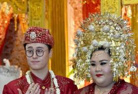 Cô nàng mập ú lấy được chồng đẹp trai như tài tử gây sốt ở Indonesia