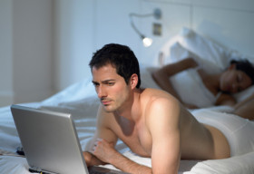 Giới tính đàn ông liên quan đến độ tuổi xem phim sex?