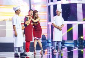 Hoàng Mèo liên tục 'thả thính' Phương Trinh Jolie trong show nấu ăn