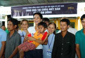 Hoa hậu H'Hen Niê quyên góp từ thiện xây chùa tại tỉnh Lâm Đồng