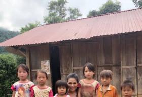 Hoa khôi Hương Hoàng cùng chồng lặn lội đến Sìn Hồ, Lai Châu xây trường tặng trẻ em nghèo