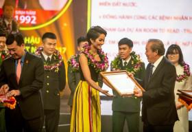 Hoa hậu H'Hen Niê được vinh danh trong '10 gương mặt trẻ Việt Nam tiêu biểu năm 2018′
