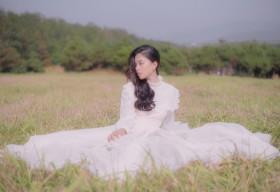 Hoa hậu Tiểu Vy khoe nhan sắc ngọt ngào, kỷ niệm nửa năm đăng quang