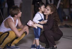Hậu ly hôn, Hồ Việt Trung đã đưa cả bạn gái mới và con lên phim