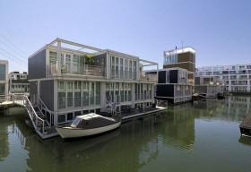 Ngạc nhiên với hàng trăm ngôi nhà xinh đẹp được xây nổi trên mặt nước tại Amsterdam