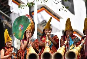 Nghi lễ mở tranh Thangka tại Tây Tạng
