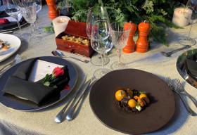 Các đầu bếp chuyên nghiệp trổ tài trưng bày bàn tiệc chuẩn 5 sao