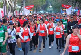 Hàng ngàn vận động viên chinh phục cung đường xanh tạiGiải Marathon Quốc tế Thành phố Hồ Chí Minh Techcombank