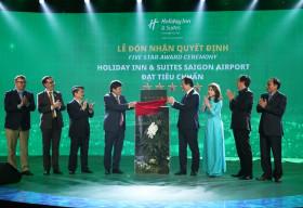 Khách sạn Holiday Inn & Suites đầu tiên tại Việt Nam đạt chứng nhận khách sạn 5 sao