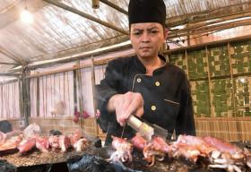Độc đáo quảng diễn cá ngừ nướng đá của Pytopia – Phú Yên