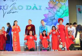 Dàn nghệ sỹ danh tiếng Việt biểu diễn cùng người khuyết tật trong Gala Đại sứ Áo dài Việt Nam