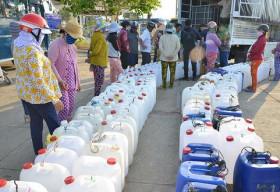 INSEE Việt Nam tài trợ 500 triệu đồng và 500 tấn xi măng cho dự án 'Nước cho vùng hạn mặn'