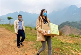 Hoa hậu Lương Thuỳ Linh đến thăm các chiến sĩ chống dịch tại cửa khẩu
