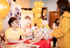 Hơn 500 fan xếp hàng dài từ sáng sớm để mong gặp chúc mừng sinh nhật Huỳnh Lập
