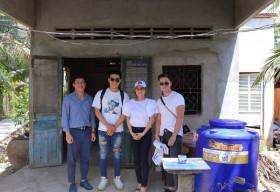 Ekip Bằng Kiều trao nước ngọt cho vùng hạn mặn Bến Tre