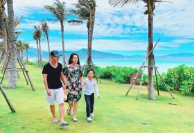 Vợ chồng Lý Hải đi nghỉ dưỡng ở biển sau mùa dịch covid 19