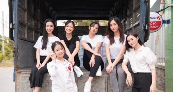 Tiểu Vy, Lương Thuỳ Linh mừng 1/6 cùng các em nhỏ mái ấm Thiện Duyên