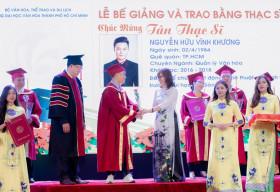 Biên đạo múa Vĩnh Khương hạnh phúc ngày nhận bằng Thạc sĩ Quản lý Văn hoá