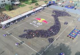 Red Bull khởi xướng Ngày Tích Cực, xác lập kỷ lục châu Á về số người tham gia 'cụng tay nhau'