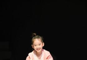 Con gái Xuân Lan nổi bật với màn catwalk 'gây sốt' tại Vietnam Junior Fashion Week Xuân – Hè 2020