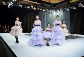 Hoa hậu Khánh Vân, Nam Anh, Xuân Lan cùng con gái catwalk ấn tượng tại VJFW 2020