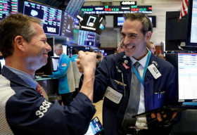 4 lý do khiến chứng khoán lập đỉnh kỷ lục bất chấp kinh tế suy giảm mạnh nhất kể từ cuộc Đại suy thoái