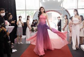 Hoa hậu Khánh Vân rạng ngời giữa sự kiện với đầm hồng và vương miện Brave Heart