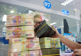 Lãi ngân hàng ước giảm 22% trong nửa cuối năm