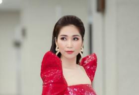 'Hoa hậu cải lương' Như Huỳnh nổi bật trên ghế giám khảo với áo dài phá cách 'sang chảnh'