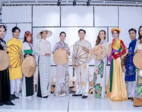Hàng trăm nghệ sỹ 'mãn nhãn' với thưởng lãm nón Việt của Đạo diễn Lê Việt