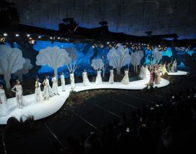 Lan Khuê, Khánh Vân mở màn ấn tượng tại Vietnam Runway Fashion Week 2020