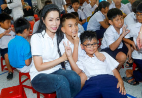 Giữ đúng lời hứa, NSƯT Trịnh Kim Chi chia sẻ nỗi mất mát của bà con miền Trung
