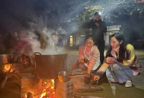 Mặc trời lạnh 12 độ, Lương Thuỳ Linh nấu 2000 tô phở cho trẻ em vùng sâu
