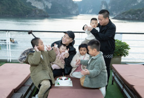 NTK Đỗ Mạnh Cường mừng sinh nhật con gái trên du thuyền ở vịnh Hạ Long