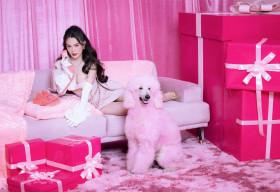 Sĩ Thanh sexy đón sinh nhật bên chú cún hồng nặng hơn 30kg